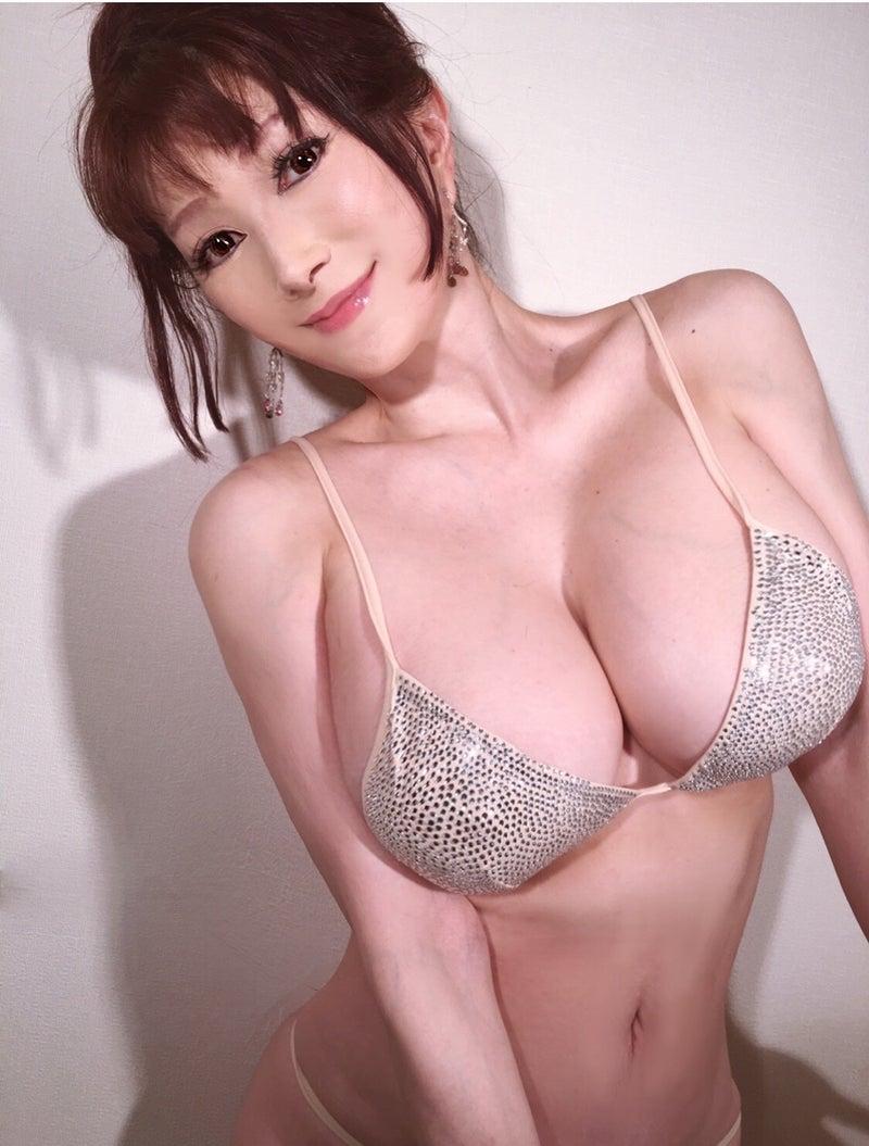 さん 叶 美香 叶美香さんのバイオハザード仮装が妖艶過ぎる。本家の「ドミトレスク夫人」と比べてみたら激似だった【写真】