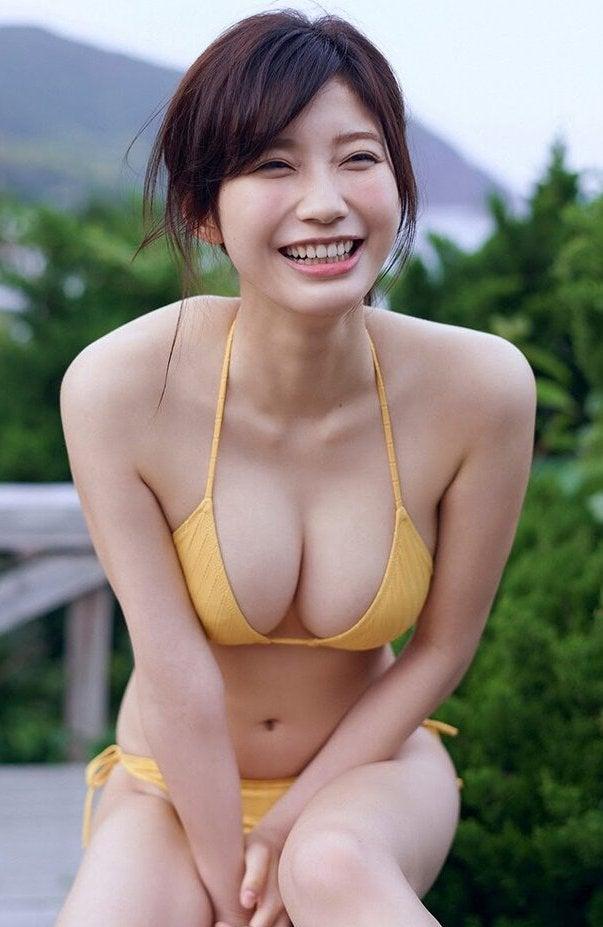 小倉優香   キレイなお姉さんは好きですか?