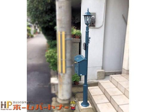 郵便ポストと柱 横
