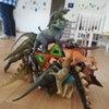 恐竜と年長児の画像