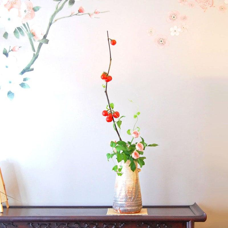 ハナナス、ミニ薔薇、利休草(リキュウソウ)の生け花1