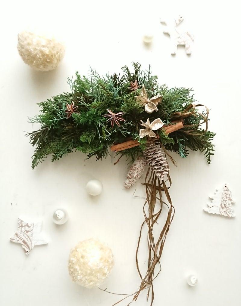 ヒバやモミでフレッシュ感たっぷり♪クリスマスのクレセントスワッグ☆