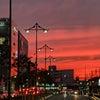京都駅八条口から。東寺の五重の塔をイメージした街灯と夕焼けの画像