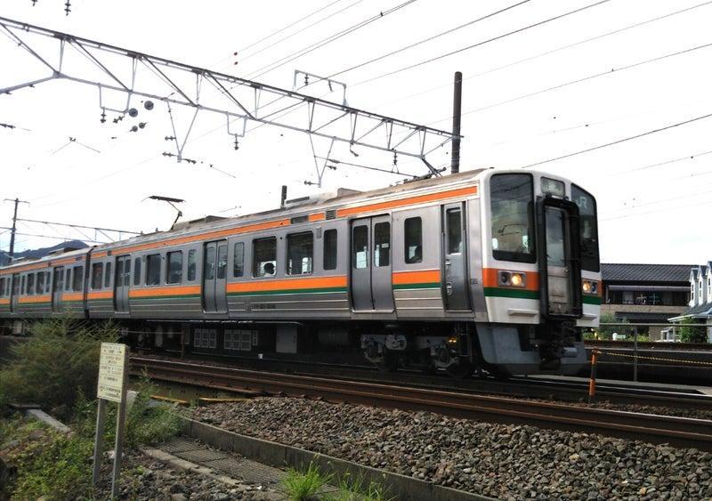 貨物列車と211系と今日の日刊スポーツ芸能欄 | ころの駄ぶろぐ