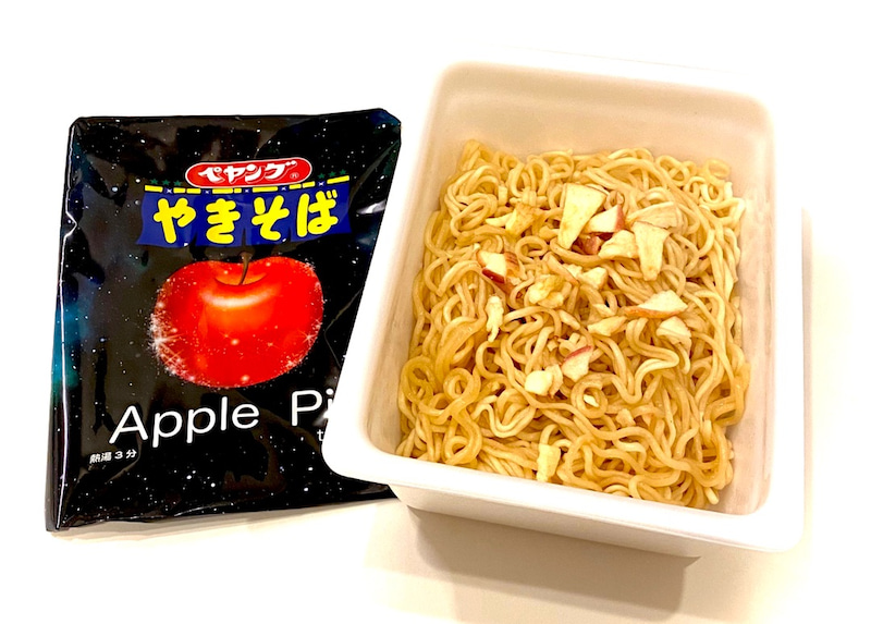 ペヤング アップル パイ 「ペヤング アップルパイテイストやきそば」という未知なる味が登場、普通のペヤングと食べ比べてみた