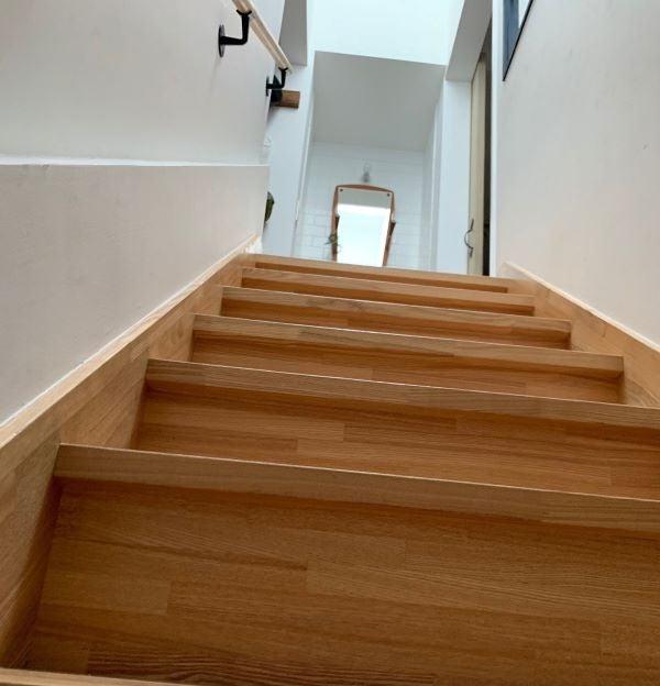 誰もいない階段の画像