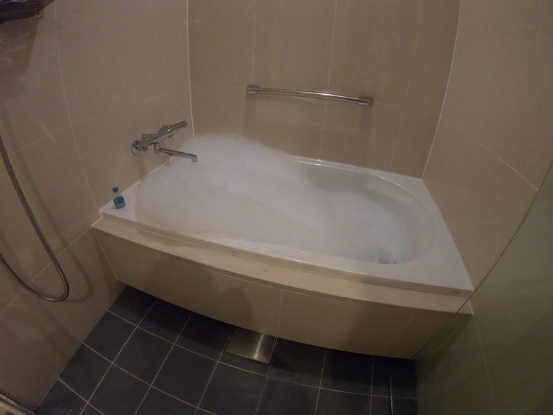 《ホテル ザ セレスティン銀座》スーペリアクイーン宿泊記 洗い場付きのバスタブでブルガリのアメニティーを利用した泡風呂