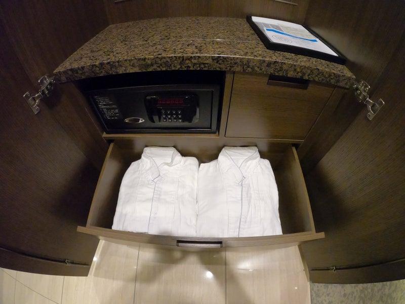 《ホテル ザ セレスティン銀座》スーペリアクイーン宿泊記 ルームウェアー