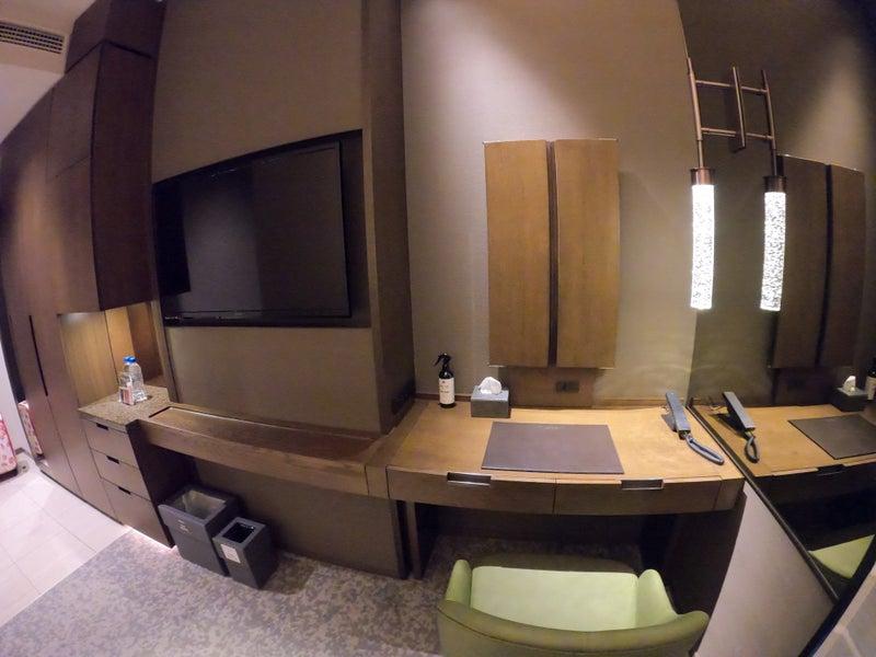 《ホテル ザ セレスティン銀座》スーペリアクイーン宿泊記 お部屋のデスク