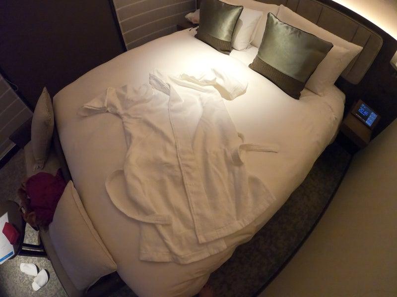 《ホテル ザ セレスティン銀座》スーペリアクイーン宿泊記 バスローブ