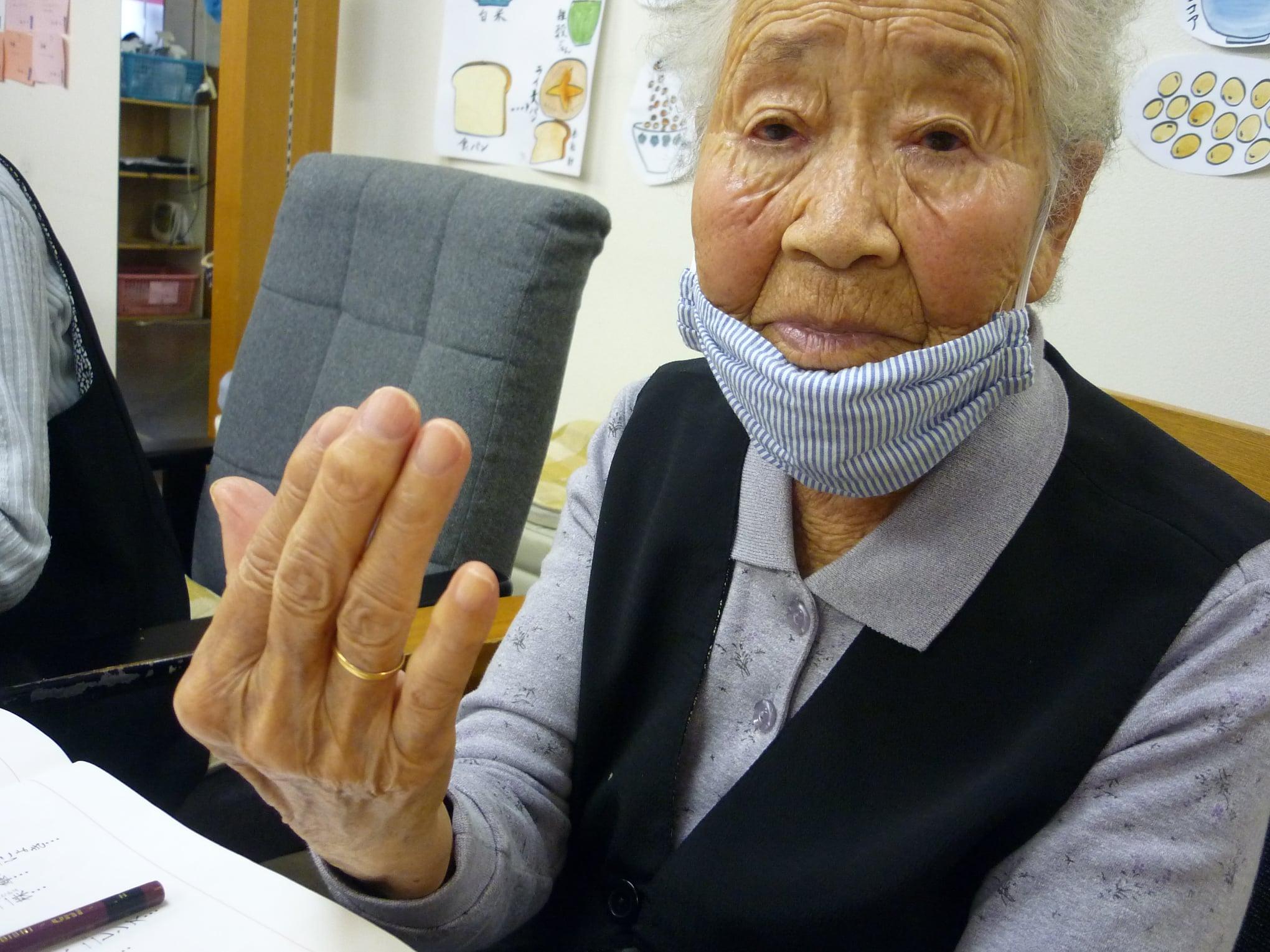四国中央市 デイサービス喜楽 お喜楽ブログ10月10日 おばあさんのお墓から (喜楽太郎のFacebookより)