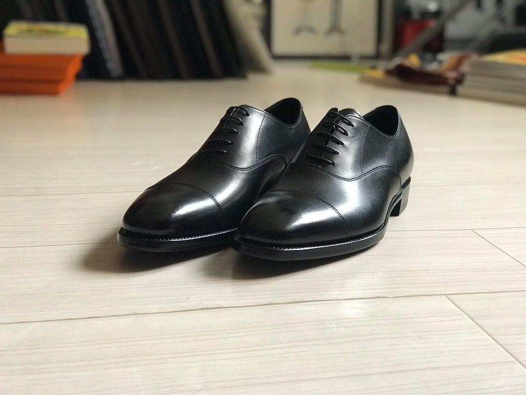 スーツを着る人の必需品「黒のストレートチップシューズ」