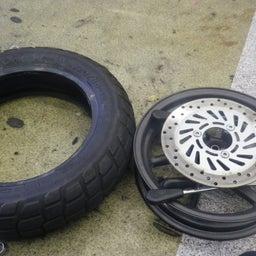 画像 ホンダ エイプ タイヤ交換 タイヤパンク タイヤひび割れ バイク 修理 名古屋市港区 の記事より 4つ目