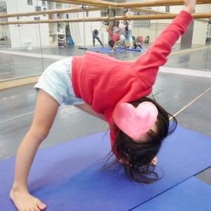身体に働きかけてみる:英語のキッズヨガ馬込・園児クラスの画像