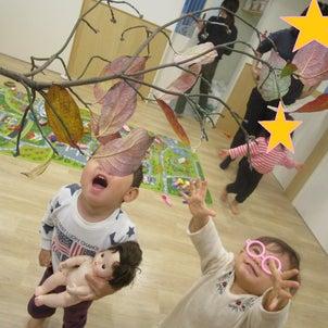 落ち葉発見!!~1歳児クラス~の画像