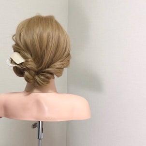 毛量の多い方の為の簡単まとめ髪〜クリップ編〜の画像