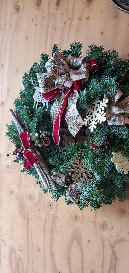 エミココクリスマスリースレッスン☆素敵な仕上がったリースを眺めながら。。楽しいランチタイムをね✨