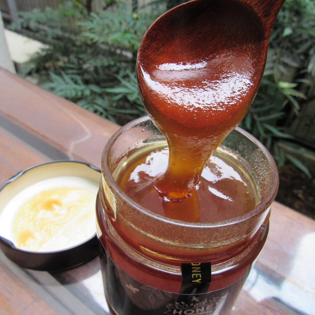 蜂蜜を金属スプーンで食べちゃいけないの?