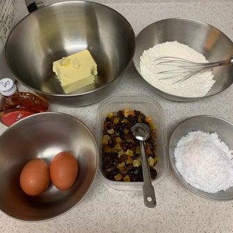クリスマス用のブランデーケーキ作り
