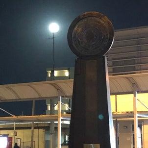 前漢鏡モニュメントと立待月の画像