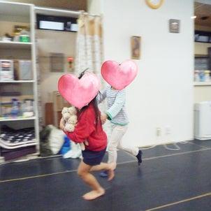 呼吸も運動あそびもヨガも!「3びきの子ぶた」の物語ヨガ:英語のキッズヨガ馬込・園児クラスの画像