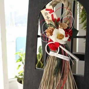 お正月の準備!しめ飾りの新作が続々登場しています!!お花屋さんの1点ものお飾りはいかがでしょうかの画像