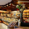 イタリア ヴェローナ郊外の地元人気チーズ&ハムショップの画像