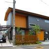 新築 モダンに木遣いの家の画像