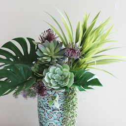 画像 【グリーンのアレンジメント】素敵な花器を使って❀ グリーンをメインに使ったアレンジメント の記事より 1つ目