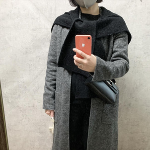 コートにフードストールをプラスで防寒コーデの画像