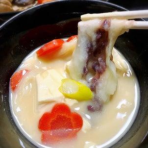 【お正月】やっぱりお雑煮はこれに限る。白味噌あんもち雑煮。の画像