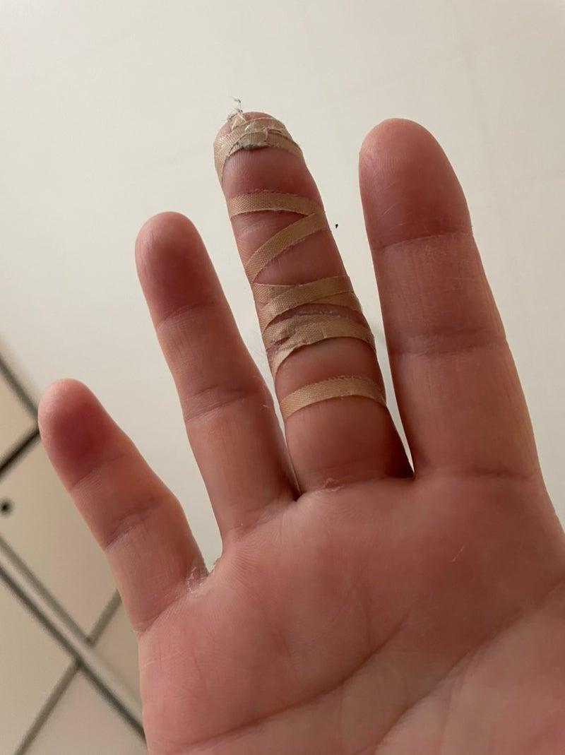指 テーピング ばね