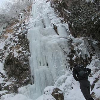 がっつり凍っていた難所ケ滝。