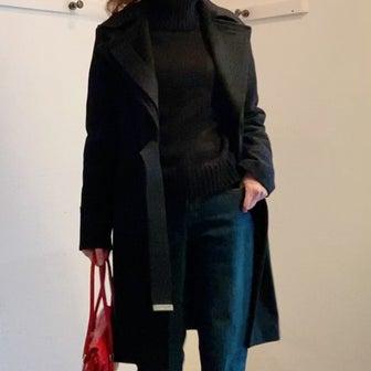 黒いコートを暗くなく着るコツは?