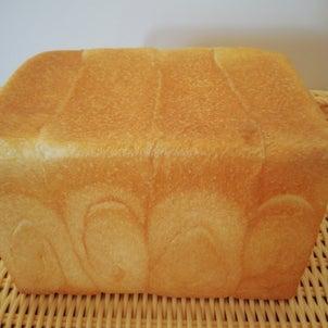 ソフト食パンとハード食パンの画像