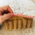 レッグウォーマー編み始めました