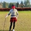 コンパクトにまとめたゴルフウェアコーディネートの画像