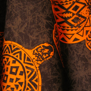 茶+オレンジの色あわせも素敵、特別感のあるホヌ柄のパウ O-434の画像