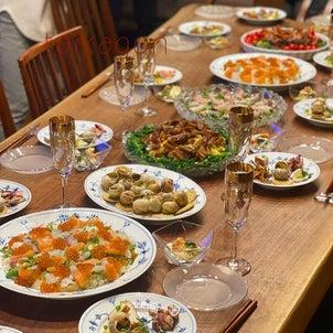 毎年恒例実家ひなまつり、今年はロイヤルコペンハーゲンとガラスで盛り付けしてみた食卓。の画像