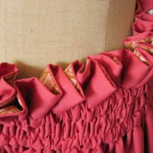 親しさいっぱいの雰囲気。ラウハラ編み柄ピンクベージュと無地渋ピンクのダブル・リバーシブルパウの画像