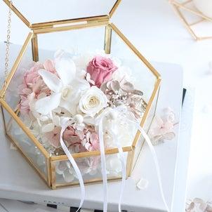 海外ウェディング風リングピロー・ピンクプラチナ&ホワイト/お祝いの贈り物にも人気!の画像