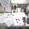 ファッションデザイナーのデスクの画像
