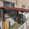 喫煙所に屋根が付きました。の画像