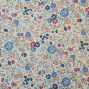 赤と青の実と花柄の布地 柄屋クリーマ店の画像