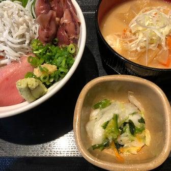 今日のランチ(海鮮丼)