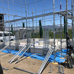 建て方 準備 足場 設置中の画像