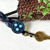 ■青い小花のキーホルダー【オーダーメイド制作例☆革工房オキシオクラフト】の画像