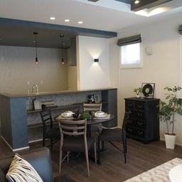 画像 グレー色の内装にブラック色の家具を提案したコーデ!グレー色のチェアもかっこいい! の記事より 9つ目