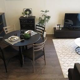 画像 グレー色の内装にブラック色の家具を提案したコーデ!グレー色のチェアもかっこいい! の記事より 10つ目