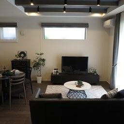 画像 グレー色の内装にブラック色の家具を提案したコーデ!グレー色のチェアもかっこいい! の記事より 16つ目